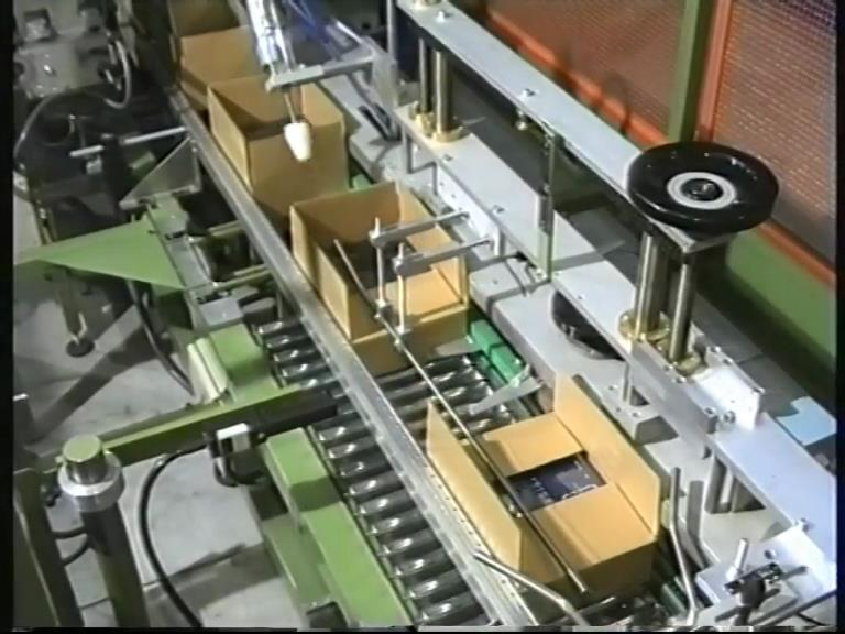 Automatic box and tray forming machine